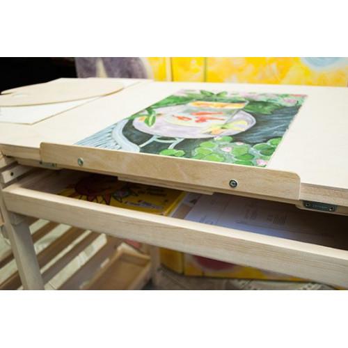 Стол для художника Родриго Мини